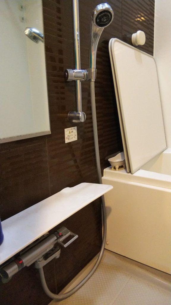 常総市で浴室の水栓ホース水漏れ修理を行いました。